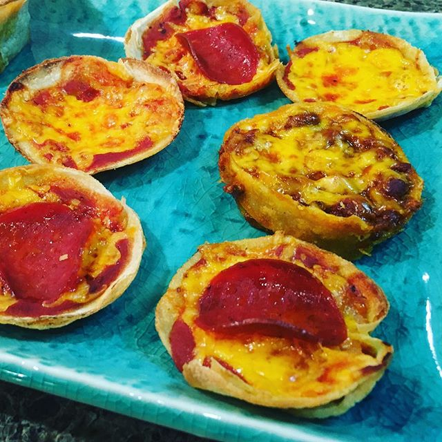 A perfect healthier #pizza for your #superbowl party. Enjoy this tasty, lighter version by using corn tortillas, turkey pepperoni and dialing back on the cheese. Use the bottom of a soup can to cut tortilla, pop it in the bottom of a muffin tin, add your toppings and bake at 400 for approx 10 minutes. People will gobble them up!  Shown: cheese, pepperoni, and chili pizzas. Get creative! 🌟😘 Workouts, fitness & nutrition tips, healthy recipes & meal planning. Join me on YouTube, Facebook & Pinterest.  Train. Nourish. Transform  #fit #fitfam #fitmom #fitspo #fitmommy #fitbody #gettingfit #fitnessmotivation #getfit #fitnessaddict #fitlife #fitnessjourney #fitspiration #healthyeats #healthyfood #homeworkout #healthyrecipes #lowfat #lowcarb #eatclean #eatcleantraindirty #cleaneating